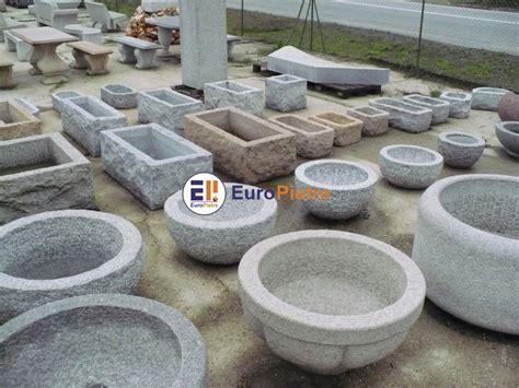vasi in pietra per giardino fioriere in pietra per esterno fioriera con grigliato