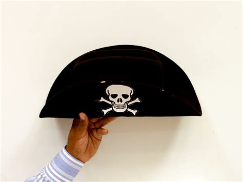 How Do You Make A Paper Pirate Hat - 5 ways to make a pirate hat wikihow