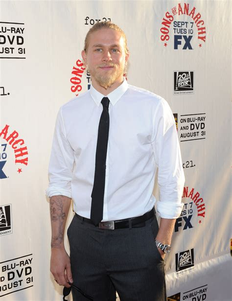charlie hunnam narrow solid tie charlie hunnam looks