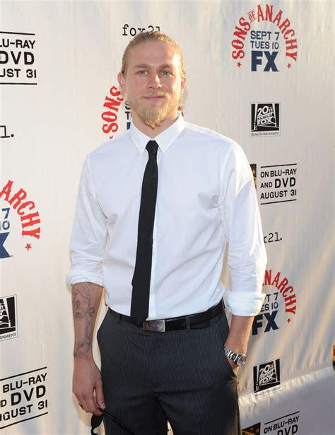 charlie hunnam tattoos hunnam narrow solid tie hunnam looks