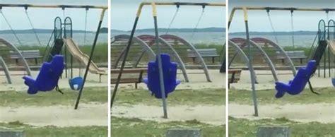 nios fantasmas jugando con juguetes ok noticias un padre graba en v 237 deo un fantasma en un parque infantil