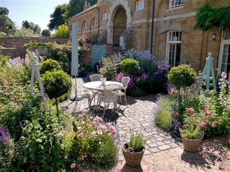 country courtyard applewhite garden design