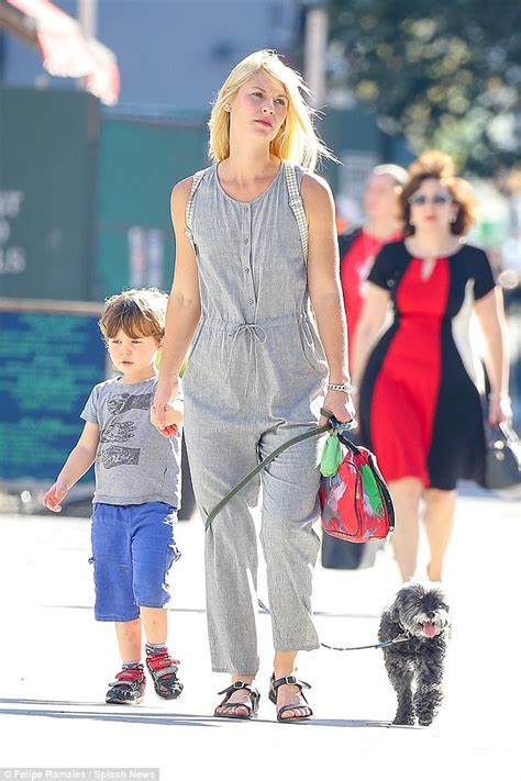 claire danes son claire danes takes son cyrus and the family dog out for