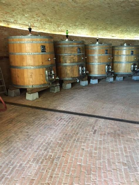piastrelle per cantina pavimento per cantina vinicola le 3 piastrelle migliori