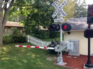 backyard railroad crossing signal and gate test run