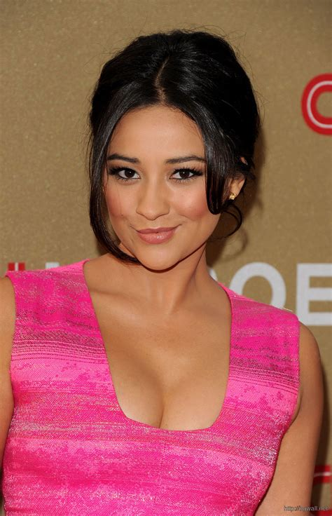 shay fox new haircut shay mitchell at 2011 cnn heroes an all background