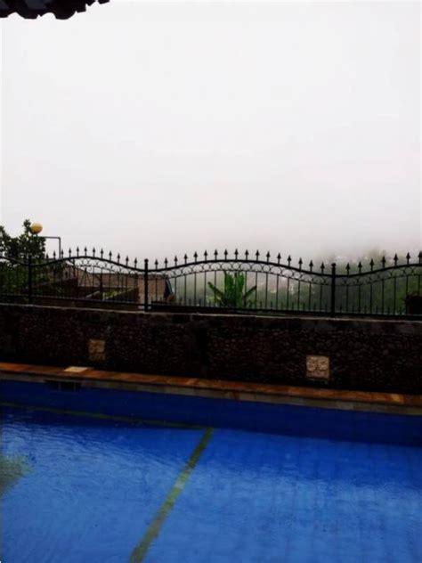 Ranjang Lantai villa disewakan disewakan villa 2 lantai dengan 4 kamar