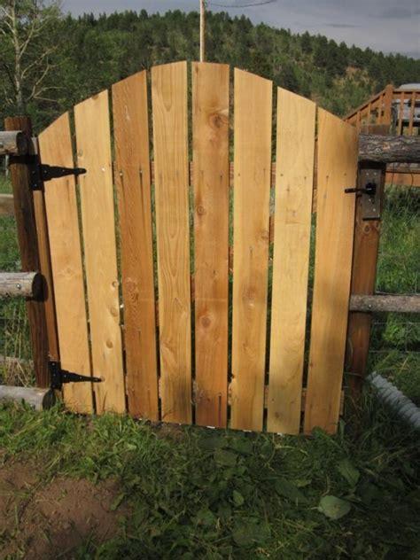 porte jardin en bois porte de jardin en bois id 233 es et de montage