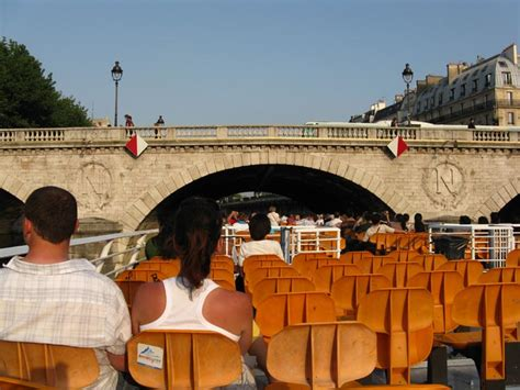 bateau mouche saint michel bateaux mouches sightseeing cruise river seine paris france