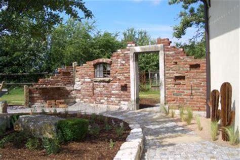Ziegelsteinmauer Im Garten by Mauer Jpg 400 X 268 100 Ruinenmauer