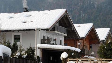 wann kommen zähne wann schnee auf dem hausdach zur gefahr werden kann wohnen