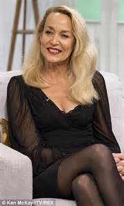 it looks a h 2014 2015 jerry hall porte le lob blond jerry hall mimics her ex husband mick jagger s dance