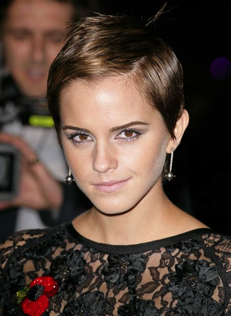 emma watson details emma watson s hairstylist spills the details on how to get