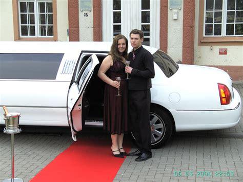 roter teppich mieten mieten sie eine limousine f 252 r ihre partytour stiben