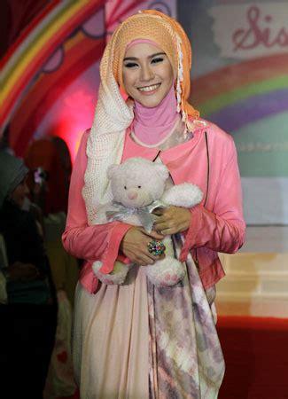 tutorial berhijab zaskia adya mecca inspirasi hijab zaskia adya mecca brekelesix s blog