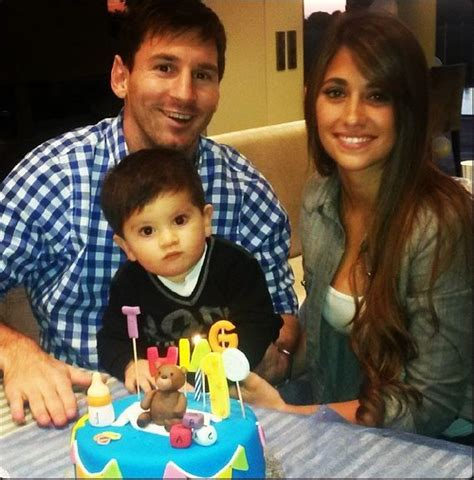 messi and wife messis wife roccuzzo argentina soccer star lionel