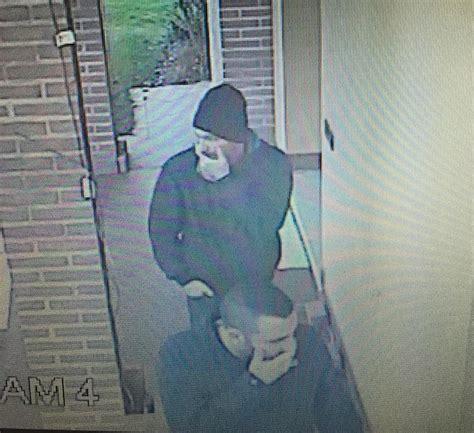 foto di ladari gli rubano in casa e pubblica le foto dei ladri su