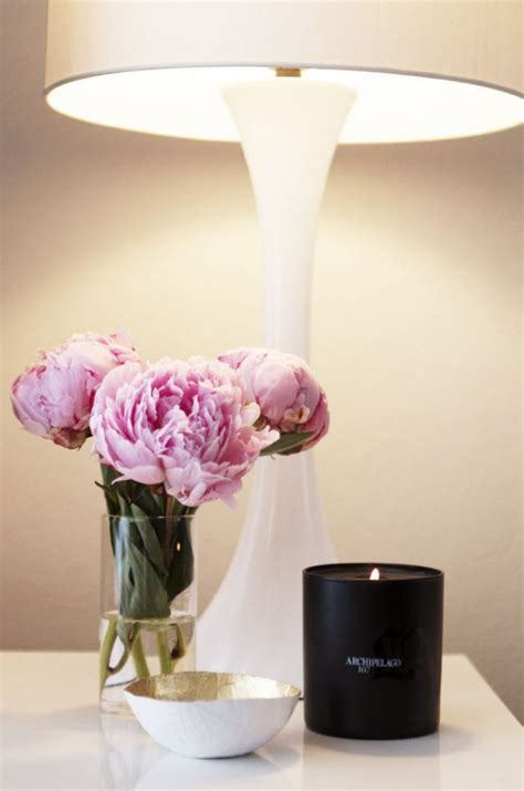 side table decor 30 ways to style your bedside table brit co