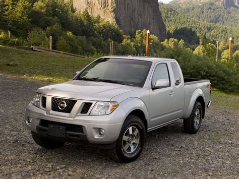 cheap nissan old nissan frontier soldiers on for 2017 at least it s