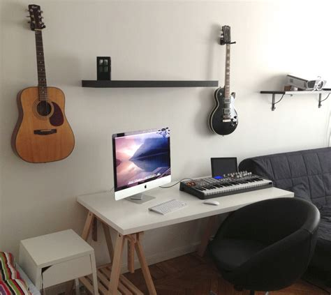11 minimalist office setups