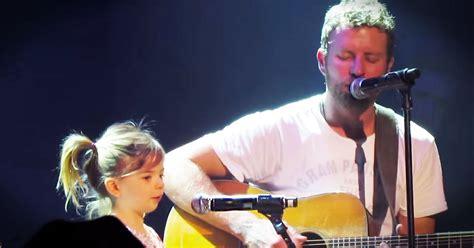 dierks bentley evelyn day bentley dierks bentley brings daughter evie on stage music video