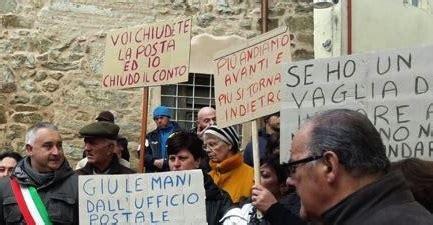 orari uffici postali como poste contro la chiusura degli uffici sit in di protesta