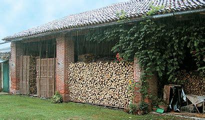 legna per camino come accatastare al meglio la legna per la stufa o il