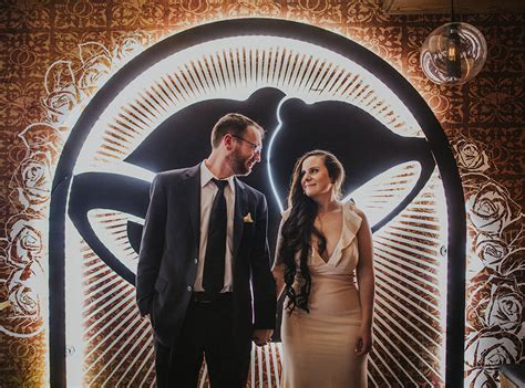 couple wedding photos at taco bell video why taco bell is the hottest new wedding venue fort