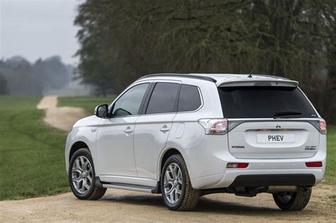 mitsubishi nissan mitsubishi outlander phev becomes uk s 1 selling plug in