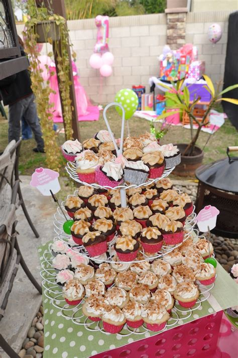 baby alive high chair cupcake 21 best images about 1st birthday cupcake on