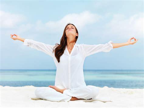 Tutorial De Yoga Gratis | clases de yoga hacer yoga en grupo yoga ejercicios