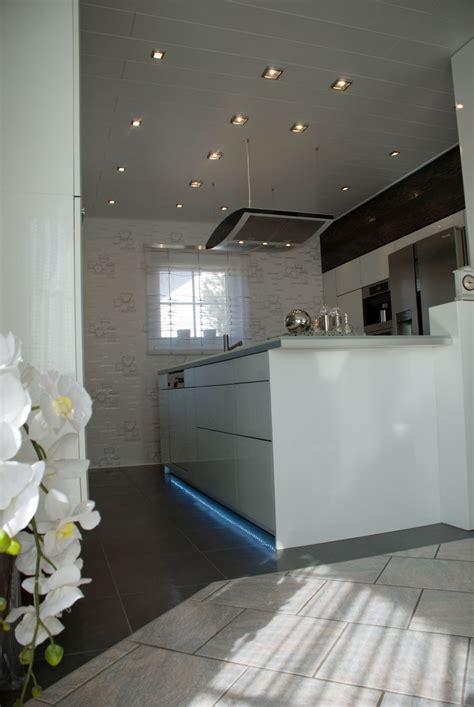küche komplett weiß wohnzimmer design wand