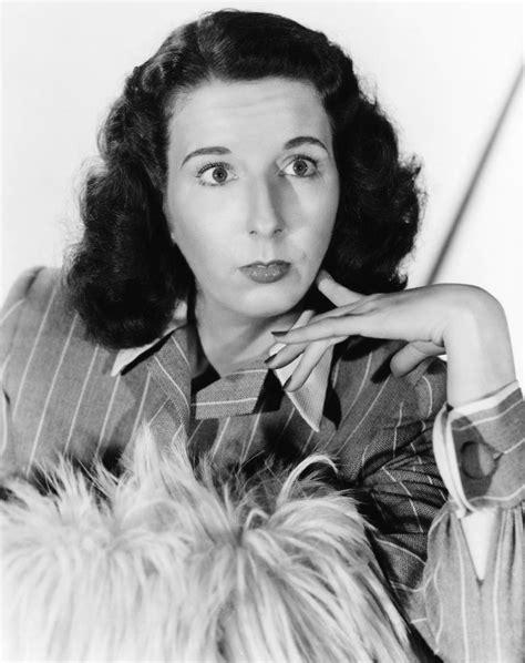 Mary Wickes, teve uma longa carreira no palco com mais de