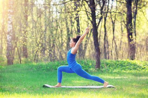 imagenes yoga asanas 5 posturas de yoga para hacer frente al oto 241 o hogarmania