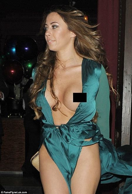 wardrobe malfunctions oases news who can stop the wind reality tv star