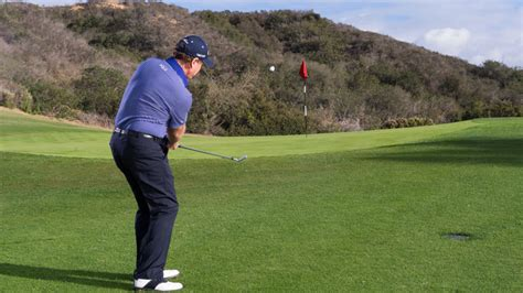 golf swing pitching watch chipping pitching tom watson how to handle your