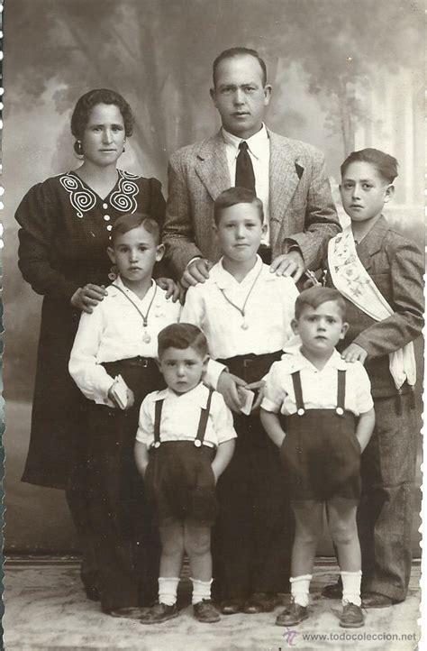 fotos antiguas familias foto postal antigua de una familia con sus hijo comprar