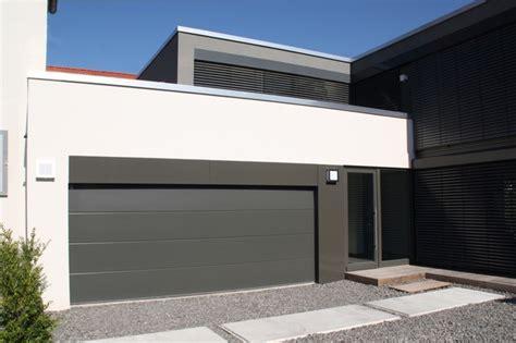 moderne garage haus braun