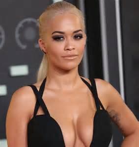 Thr Blind Side Rita Ora Flashes Assets In Stuart Weitzman Quot Leg Wrap
