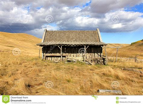 old log barn stock photos image 16113943 old log barn with sky stock photo image of settler