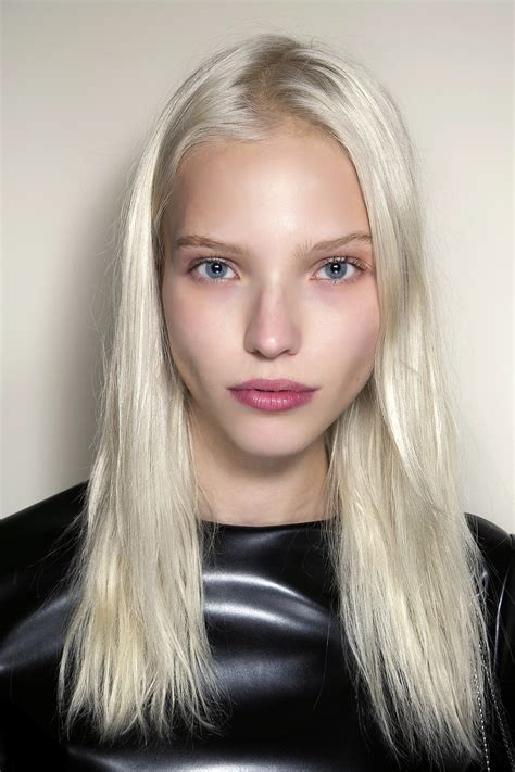 What to Know Before Going Platinum Blonde   StyleCaster