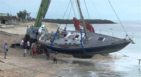 sailboat accident between a rock and a hard place sailing boat crash