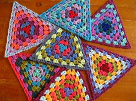 video tutorial granny square free pattern video tutorial these granny triangles are