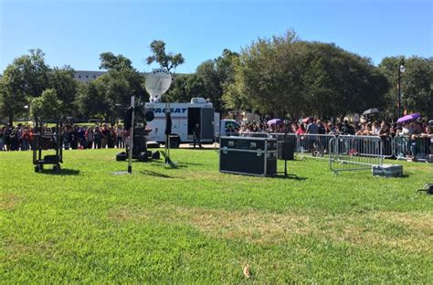 World Series Ticket Giveaway - crowd grows at uh for ellen show world series ticket giveaway khou com