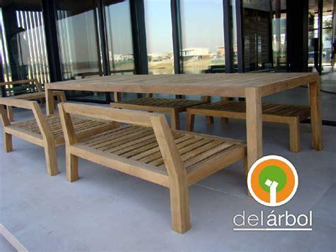 bancos de madera para exterior banco chuec 243 n de madera para jard 237 n y exterior arbol