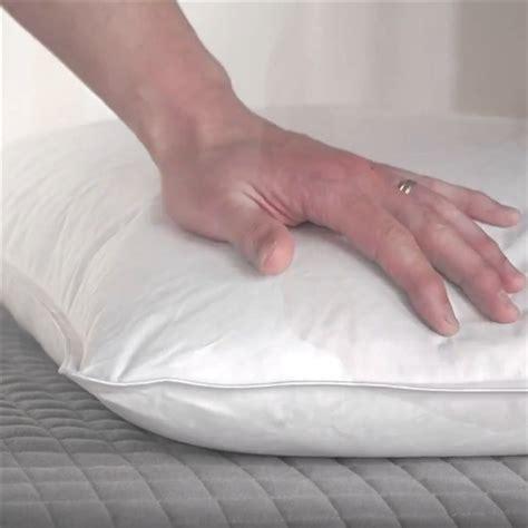 smacchiare materasso come pulire i cuscini e liberarsi di acari e batteri