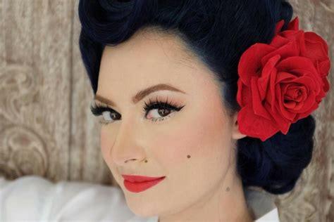 Makeup Laode mirip artis ini gaya unik istri derby romero saat menikah