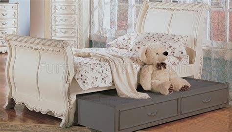 White Carved Bedroom Furniture by Classic Pearl White S Bedroom Set W Carved Details
