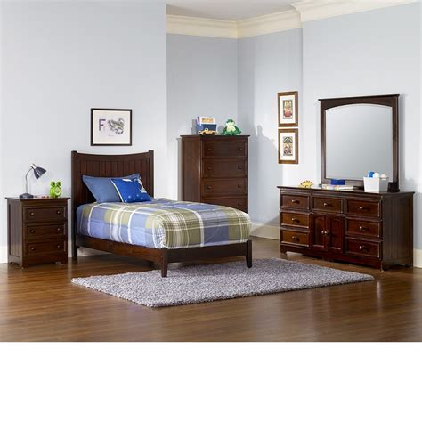 walnut bedroom furniture dreamfurniture com manhattan bedroom set walnut