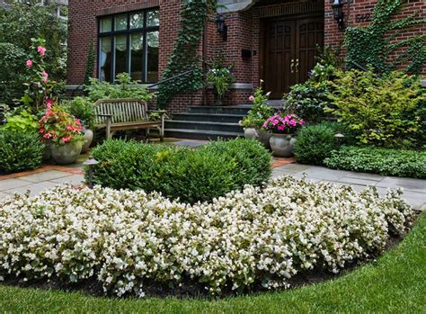 Garden Border Planting Ideas Plant Bed And Border Ideas Winnetka Il Traditional Landscape Other Metro By Schmechtig